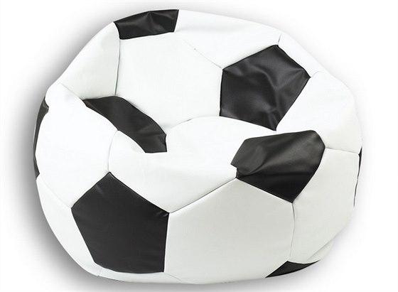 Motiv fotbalového míče se líbí zejména dětem.