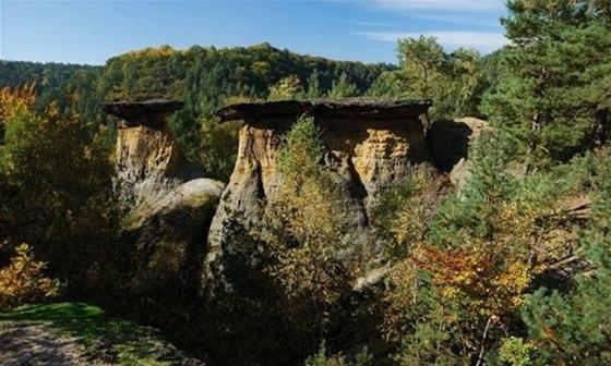 Skalní útvary Pokličky se staly symbolem chráněné krajinné oblasti Kokořínsko.