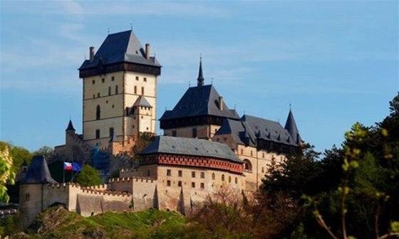 Karlštejn je unikátem mezi českými hrady. Byl totiž postaven za účelem ochrany