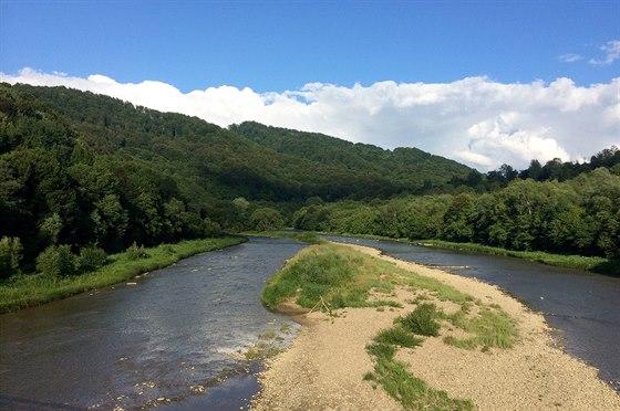 Řeka San se rozlévá do poměrně širokého koryta, škoda jen, že stav vody byl...