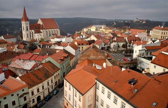 Starému Městu ve Znojmě dominuje Chrám svatého Mikuláše. Takto ho lze spatřit z ochozu radniční věže.