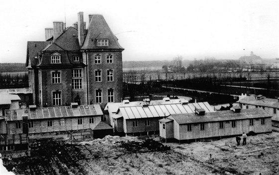 Haberův ústav v průběhu první světové války. Pomocné stavby sloužily pro vývoj...