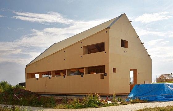 Stavba má atypický tvar, aby vyhověla územním regulativům.
