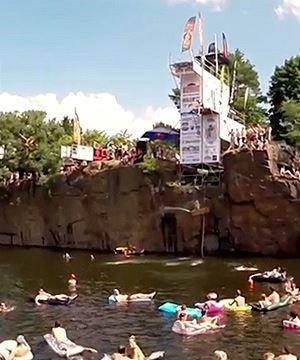 High Jump: adrenalinov� skoky a velk� party