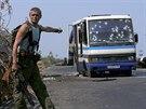 Rozstřílený autobus na předměstí Doněcku (12. srpna 2014)