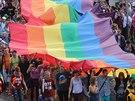 Pochod Prague Pride na Čechově mostě (16. července 2014)