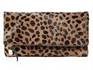 Na jednoduché kabelce s leopardím vzorem zdánlivě není nic zvláštního, ale zdá...