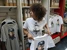 Prodavačka v oddělení s tričky s obrazem prezidenta Putina (11. srpna 2014).