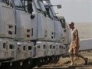 Zaparkovaný ruský konvoj humanitární pomoci pro Ukrajinu (14. srpna 2014).