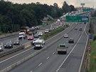 Kvůli nehodě pěti aut na D1 se na dálnici vytvořila několikakilometrová kolona...