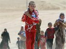 Tisíce členů náboženské skupiny jezídů žijících v Iráku před islamisty utekly...