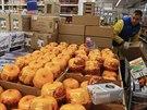 Z regálů v ruských obchodech mizí západní potraviny. Na snímku ruský řetězec...