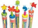 Každý školák potřebuje zásobu pestrobarevných tužek i s ořezávátky, díky kterým si zpříjemní dlouhé chvíle.