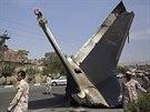 Íránské revoluční gardy hlídkují u trosek letadla, které se zřítilo v Teheránu...