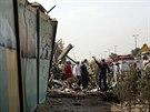 Příslušníci íránských bezpečnostních složek a záchranáři zasahují u havárie...