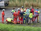 Švýcarští záchranáři při zásahu u vykolejeného vlaku u obce Tiefencastel. (13....
