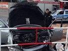P�i sr�ce aut v pra�sk�ch Kyj�ch byli zran�ni dva lid� (19. srpna 2014).