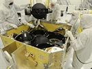 Montáž družice WorldView-3.