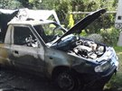 Požár roubeného domu v Samšině na Jičínsku zasáhl i osobní automobil (17. 8....