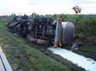 Na D1 poblíž Fulneku se brzy ráno převrátila cisterna s nákladem 210 hektolitrů...