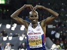 Mo Farah slav� na mistrovstv� Evropy v Curychu triumf v b�hu na 10 000 metr�.