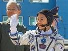 První a zatím jediná jihokorejská kosmonautka Yi Soyeon se loučí před odletem...