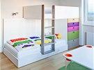 Nábytek v pokoji kluků je variabilní a lze z něj utvořit více sestav. Centrální...