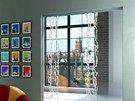 Dvoukřídlé skleněná dveře posuvné do stavebního pouzdra s pískovaným motivem
