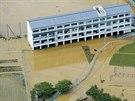 Střední škola v Ananu na západě Japonska byla odříznuta od silnic kvůli...