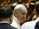 Papež František po příjezdu do Soulu na své první cestě po Asii.