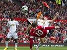 Wayne Rooney z Manchesteru United střílí branku proti Swansea.