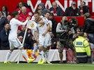 Fotbalisté Swansea se radují z gólu proti Manchesteru United.