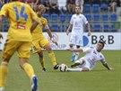 Momentka z prvoligového utkání mezi Slováckem (bílá) a Jihlavou