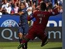 BASTIA INKASUJE. Lucas z Paris St. Germain střílí gól.