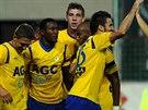 Franci Litsingi (druhý zleva) vstřelil první gól Teplic v utkání proti Slavii,...