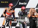 �AMPA�SK� TRYSK�. V�t�z MotoGP na VC Brna Dani Pedrosa (vlevo) slav� sv�j...