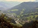 Pár desítek kilometrů nad Salzburgem se cyklotrasa, sledující údolí Salzachu,...