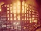 Po�ár Veletr�ního paláce v srpnu 1974. Celou noc a dal�ích 13 dní se hasi�i...