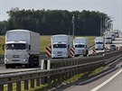Kolona 280 nákladních automobilů s humanitární pomocí pro východní Ukrajinu u...