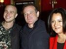 Robin Williams, jeho druhá manželka Marsha a syn Zach z prvního manželství (New York, 26. března 2002)