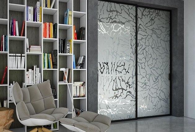 Pískované sklo m�e v interiéru vypadat zajímav�.