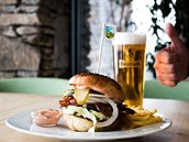 Specialita Burger Bejk Erlebach s pivem Erlebach
