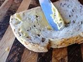 N� ButterUp je ur�en k mazání ztuhlého másla.