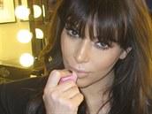 Kim Kardashianová s balzámem eos. Za jeden snímek na Twitteru dostane až dvacet...