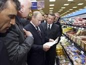Prezident Vladimír Putin navštívil po uvalení sankcí moskevský obchod s potravinami.
