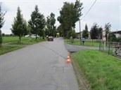 P�etr�ený kabel zranil cyklistu mezi Chocní a její místní �ástí Hem�e.