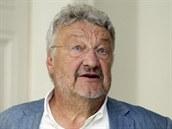 Právník a textař Ladislav Vostárek u Městského soudu v Praze. (13. srpna 2014)