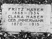 Náhrobní kámen manželů Haberových na hřbitově v Basileji