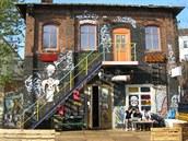 Areál RAW nedaleko Warschauer Strasse funguje u� n�kolik let jako men�í klubové...
