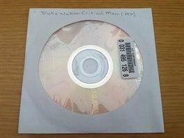 DVD s daty pro nevydanou hru Duke Nukem: Critical Mass.